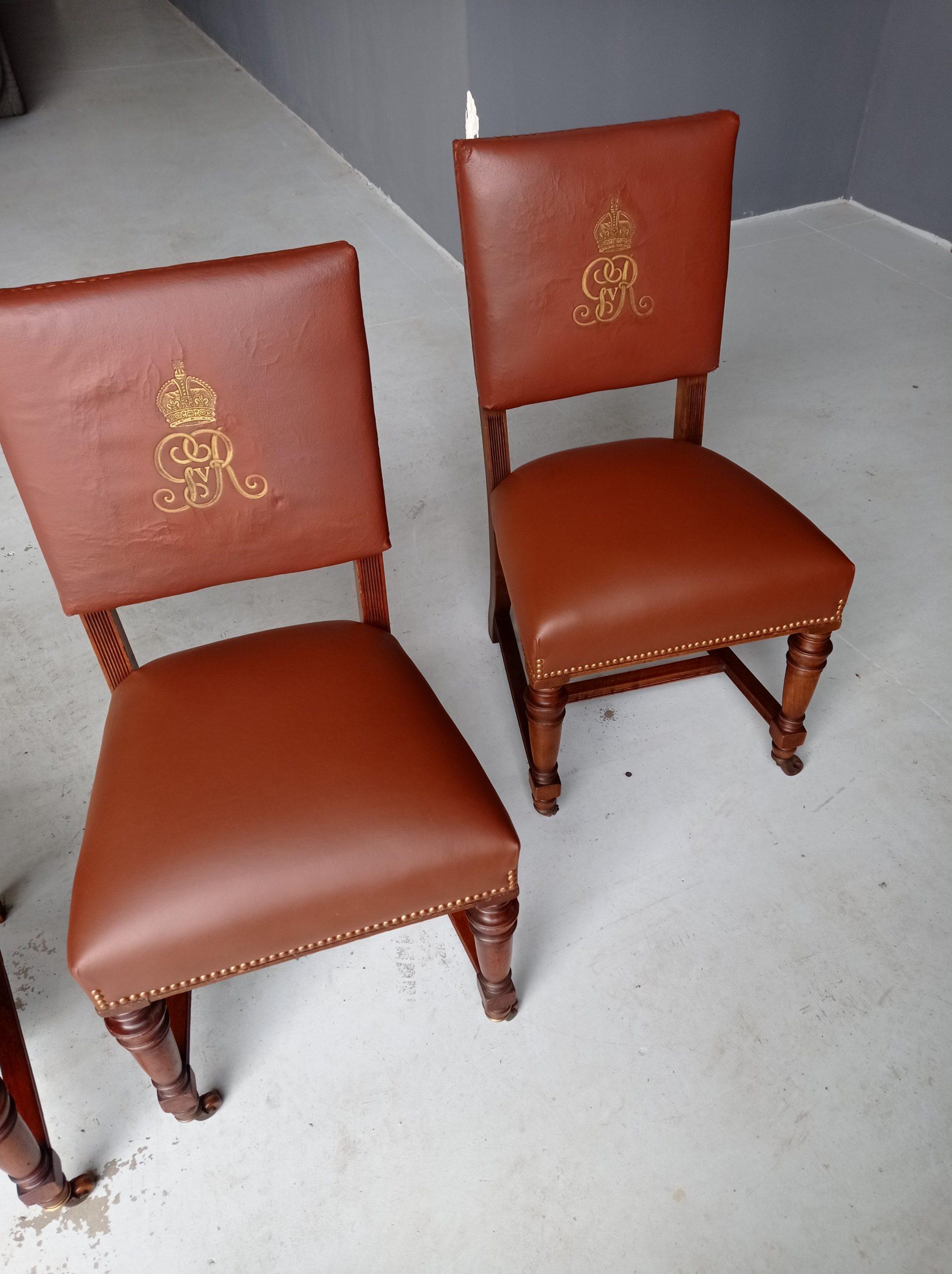 Restauro de cadeiras para embaixada britânica