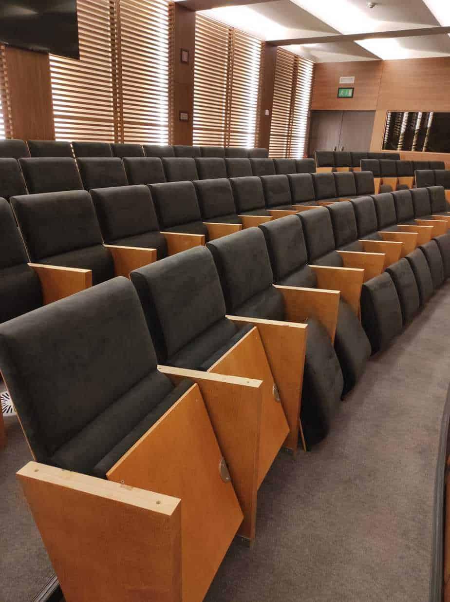 Assentos num auditório de advogados, em Alcantara original